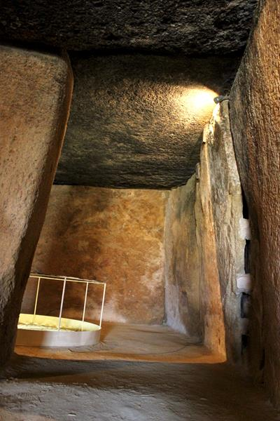 dolmen-de-menga_400x600