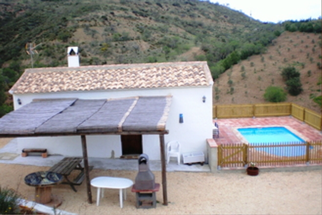 Casa_la_Moneda_-_Fachada_+_Piscina